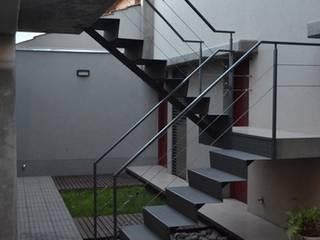 Ingresso & Corridoio in stile  di trama arquitectura, Moderno