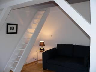 Berlin Ingresso, Corridoio & Scale in stile moderno di Sabrina_Siviero Moderno