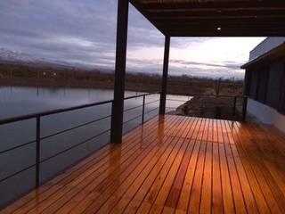 """"""" Casa Laguna"""": Terrazas de estilo  por Mora & Hughes arquitectos"""