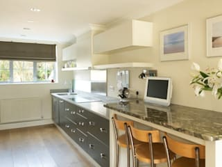 Byron Road Modern kitchen by Civic Design + Build Modern