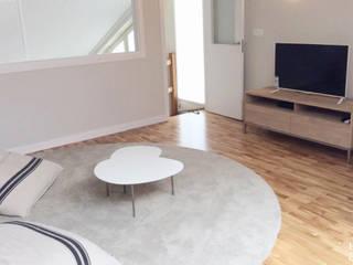 Salas de entretenimiento de estilo  por Etxe&Co, Moderno