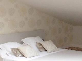 Reforma de una buhardilla mágica. Dormitorios de estilo moderno de Etxe&Co Moderno