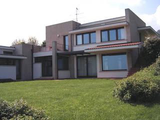 Abitazione a Borgo Maggiore (RSM): Case in stile in stile Moderno di STUDIO GRASSI