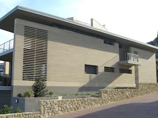 Abitazione e ufficio a Borgo Maggiore (RSM): Case in stile in stile Moderno di STUDIO GRASSI