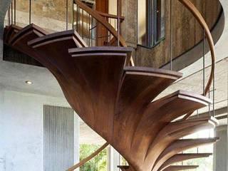 Proyectos de interiorismo varios Pasillos, vestíbulos y escaleras de estilo moderno de estudio 60/75 Moderno
