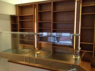 DEPARTAMENTO REFORMA Diseño Integral En Madera S.A de C.V. Pasillos, vestíbulos y escaleras modernos