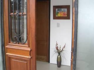 Casa Caro & Emi Couloir, entrée, escaliers modernes par Aureo Arquitectura Moderne
