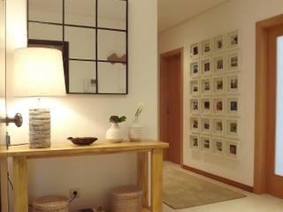 Apartamento c/ 2 quartos - Pinhal Novo, Palmela: Corredores e halls de entrada  por Traço Magenta - Design de Interiores
