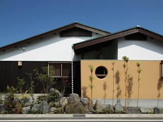 新築平屋+移築蔵の住宅: 六波羅真建築研究室が手掛けた家です。,和風