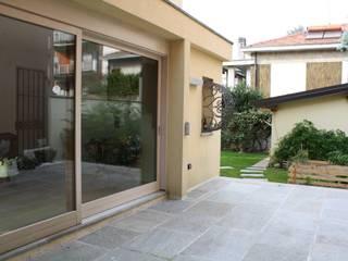 VILLA AM: Giardino d'inverno in stile  di Studio di Architettura di Gaiaschi Architetto Paola