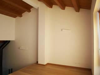 Villa privata a Sant'Angelo in Vado - Pesaro: Ingresso & Corridoio in stile  di Zanzotti Design,