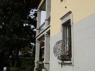 VILLA AM: Case in stile  di Studio di Architettura di Gaiaschi Architetto Paola