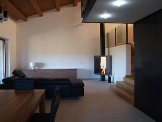 Villa privata a Sant'Angelo in Vado - Pesaro: Soggiorno in stile  di Zanzotti Design,
