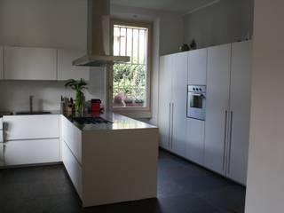 VILLA AM: Cucina in stile  di Studio di Architettura di Gaiaschi Architetto Paola