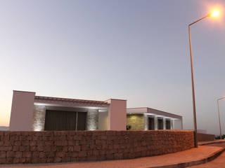 Casas de estilo  por SOUSA LOPES, arquitectos, Moderno