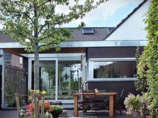Woonhuis EABR Veldhoven:  Huizen door 2architecten, Modern