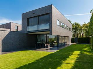 Woonhuis PMTJ Eindhoven :  Huizen door 2architecten, Modern