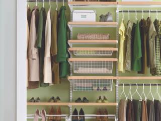 Walk in closets de estilo escandinavo de Elfa Deutschland GmbH Escandinavo Compuestos de madera y plástico
