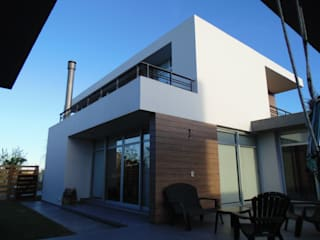 VIVIENDA UNIFAMILIAR: Casas de estilo moderno por YANCARELLI - GOMEZ CODINA arquitectos
