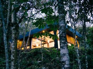 Modern home by CASA CALDA Modern