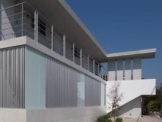 ユミラ建築設計室 Modern houses