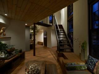 House in Nishitomigaoka Mimasis Design/ミメイシス デザイン モダンデザインの リビング 木 木目調
