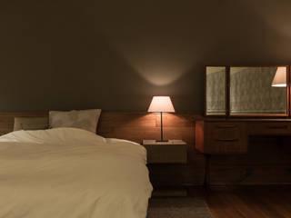 House in Sayo: Mimasis Design/ミメイシス デザインが手掛けた寝室です。,