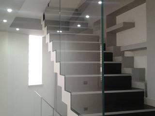 Moderner Flur, Diele & Treppenhaus von Sergio Guastella STUDIO97 Modern