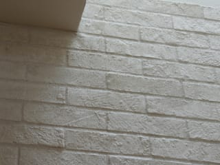 Mimasis Design/ミメイシス デザイン Modern walls & floors White