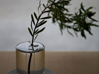 SHALLOWS / Flower vase: Kazunaga Sakashita/CRITIBA DESIGN+DIRECTIONが手掛けた現代のです。,モダン