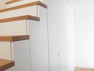 House in Izumiotsu: Mimasis Design/ミメイシス デザインが手掛けた廊下 & 玄関です。,