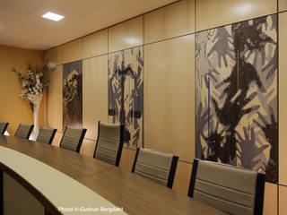 Réhabilitation de la salle du conseil à la Mairie de Saint pierre en Faucigny 74800 Espaces de bureaux modernes par ALG CONSEILS Moderne