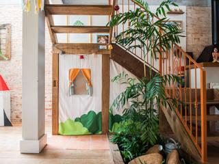 식민지스타일 복도, 현관 & 계단 by Falchetti Concept 콜로니얼 (Colonial)