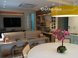 Catharina Quadros Arquitetura e Interiores Modern Living Room Multicolored