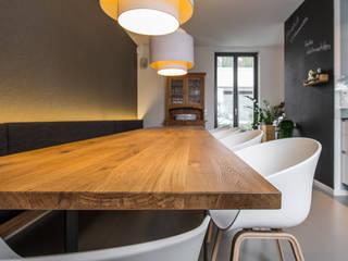 Phòng ăn phong cách hiện đại bởi Büro Köthe Hiện đại