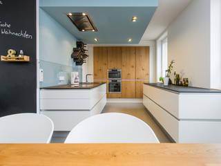 Nhà bếp phong cách hiện đại bởi Büro Köthe Hiện đại