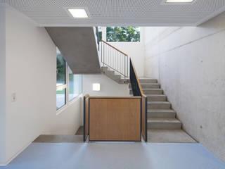 by +studio moeve architekten bda Modern