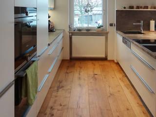 Küche in weiss matt lackiert herpich & rudorf GmbH + Co. KG Moderne Küchen Holz-Kunststoff-Verbund Weiß