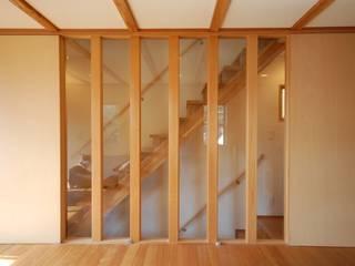 自然素材の家: 福島工務店株式会社が手掛けた廊下 & 玄関です。