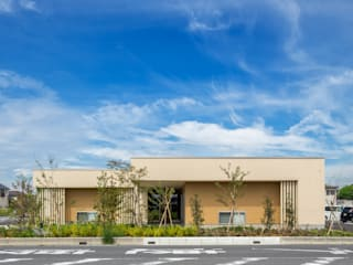 Espaços comerciais modernos por 松原デザイン一級建築士事務所 Moderno