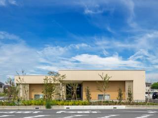 Espacios comerciales de estilo moderno de 松原デザイン一級建築士事務所 Moderno