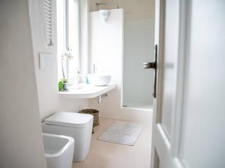 Salle de bains de style  par con3studio