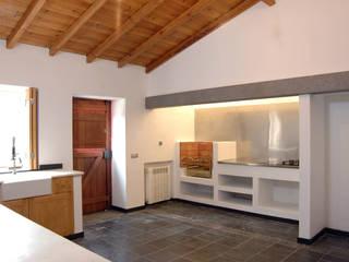Habitação.Monte Alentejano I.Arraiolos: Cozinhas  por BL Design Arquitectura e Interiores