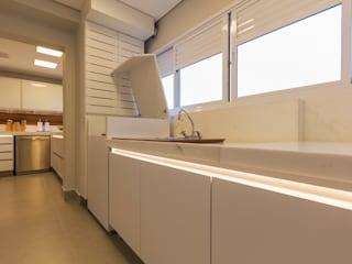 モダンな キッチン の Enzo Sobocinski Arquitetura & Interiores モダン
