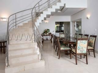 PROJETO RESIDENCIAL ESTÂNCIA  EUDÓXIA : Salas de jantar  por aei arquitetura e interiores