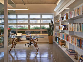 Piratininga Arquitetos Associados Minimalist study/office