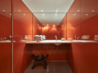 Bathroom by Piratininga Arquitetos Associados