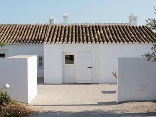 Casas de estilo mediterráneo de atelier Rua - Arquitectos
