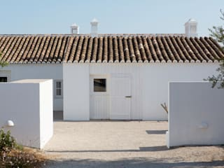 Mediterranean style houses by atelier Rua - Arquitectos Mediterranean