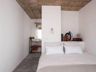 Mediterranean style bedroom by atelier Rua - Arquitectos Mediterranean